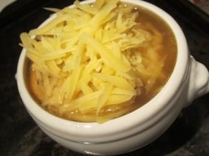 soup à l'oignon gratinée, before broiling